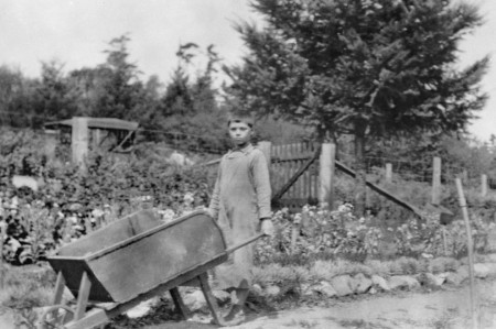 bill whitehead in garden ca1931_resize